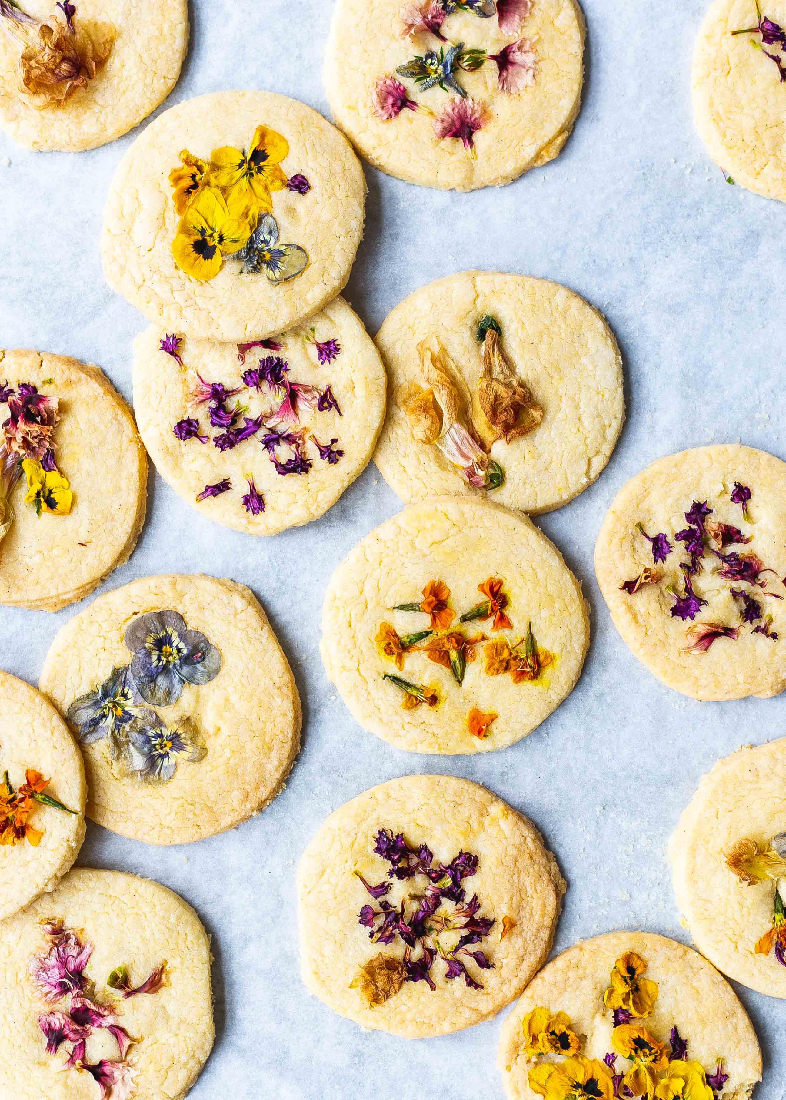 Low FODMAP shortbread cookies with edible flowers