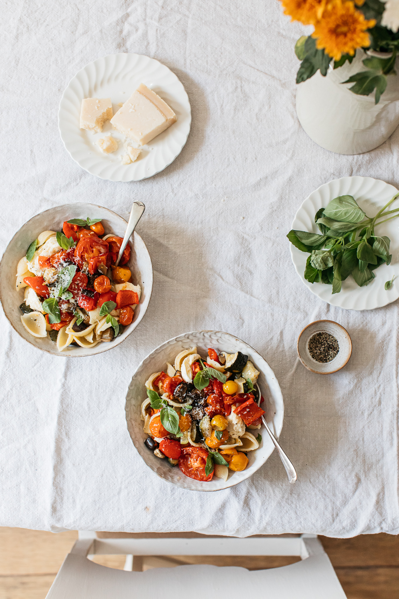 Low FODMAP Late-summer roasted veggie pasta